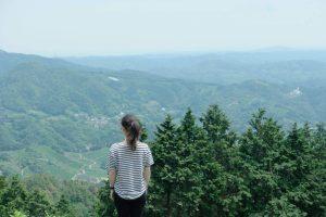 leane-overlooking-matcha-tea-field